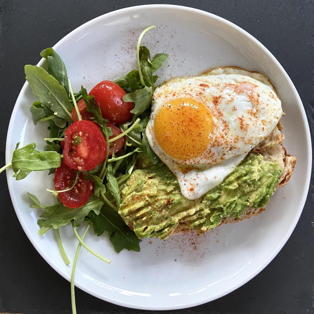 Avotoast with egg